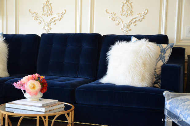 blue-velvet-tufted-sofa-620x410